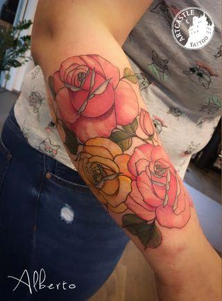 ArtCastleTattoo Tattoo ArtiestAlberto Flowers on arm Kleur Color