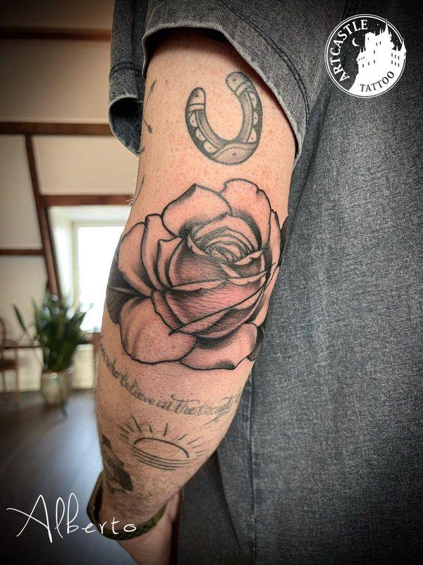 ArtCastleTattoo Tattoo ArtiestAlberto Rose on arm Traditioneel Traditional