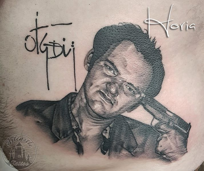 ArtCastleTattoo Tattoo ArtiestHoria Realistic Quentin Tarantino portrait tattoo in black n grey on side Portraits