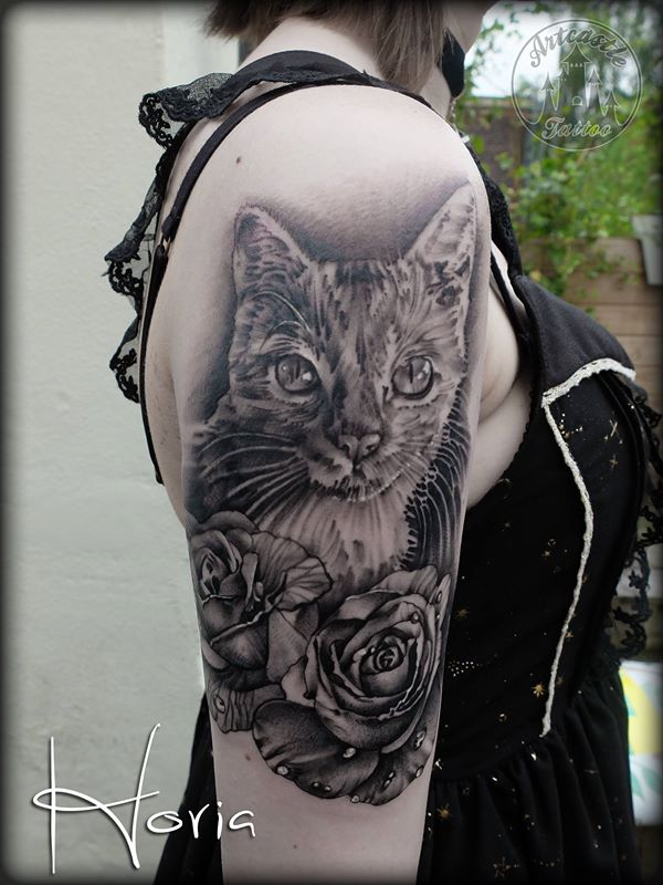 ArtCastleTattoo Tattoo ArtiestHoria Realistic cat with roses. Black N Grey