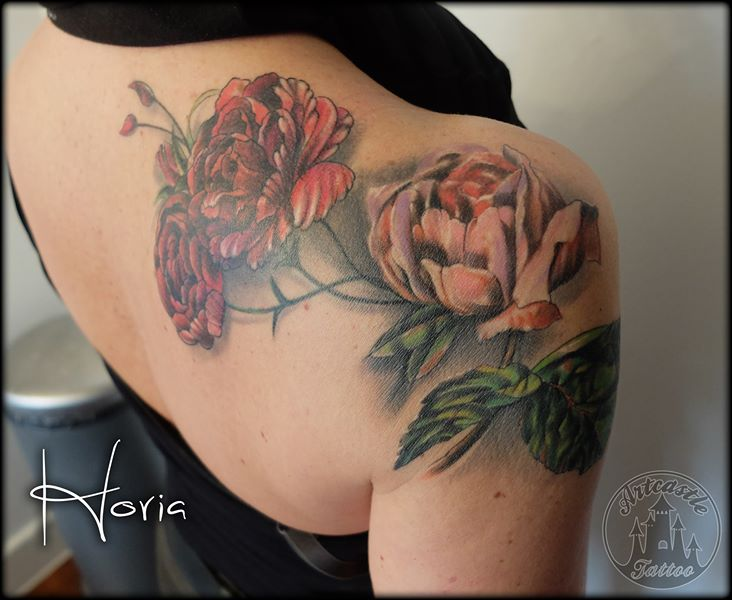ArtCastleTattoo Tattoo ArtiestHoria Realistic flower tattoo in full color on shoulder Color