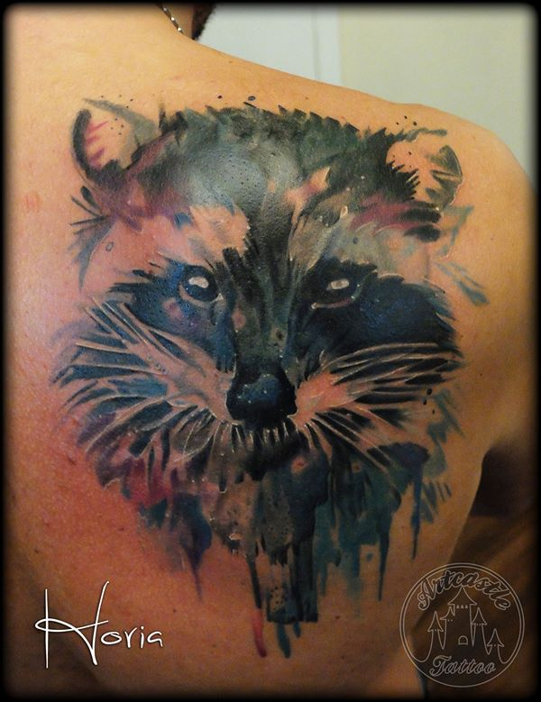 ArtCastleTattoo Tattoo ArtiestHoria Watercolor raccoon tattoo realistic on shoulder blade Color