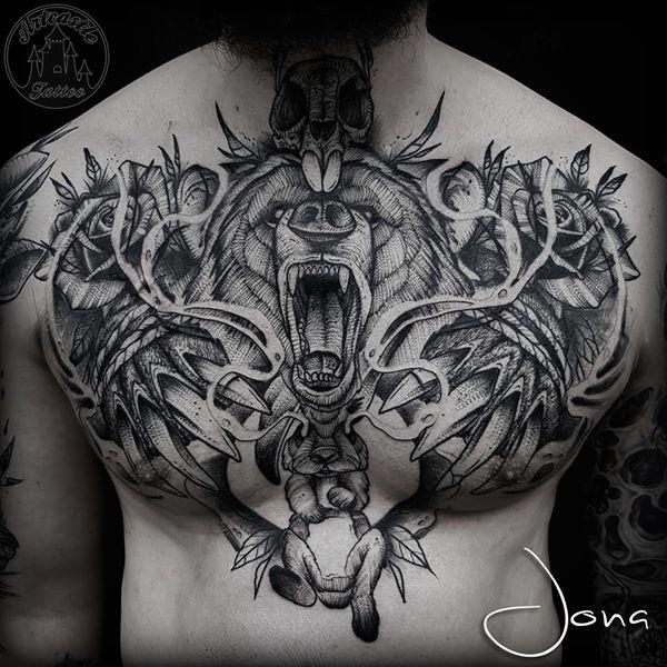 ArtCastleTattoo Tattoo ArtiestJona Beer en konijn met rozen borst stuk Blackwork Blackwork