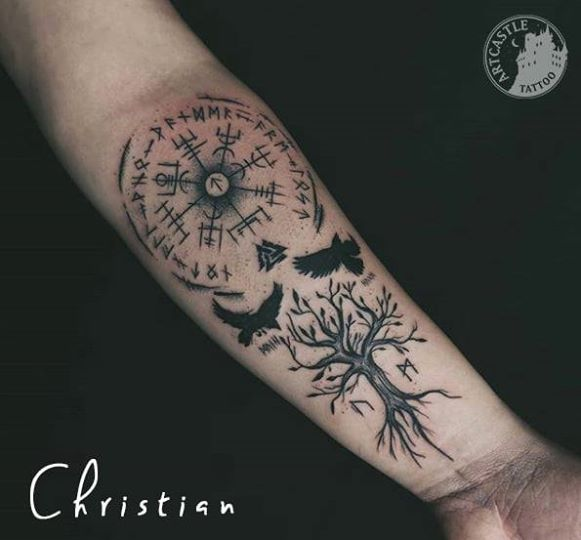 ArtCastleTattoo Tattoo ArtiestJona Blackwork tree birds and symbols Blackwork boom vogels en symbolen