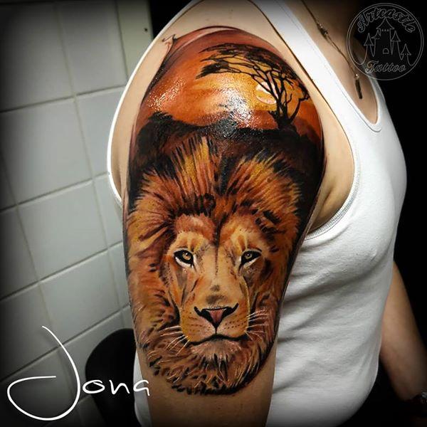 ArtCastleTattoo Tattoo ArtiestJona Color lion on upper arm. Realisme Realism