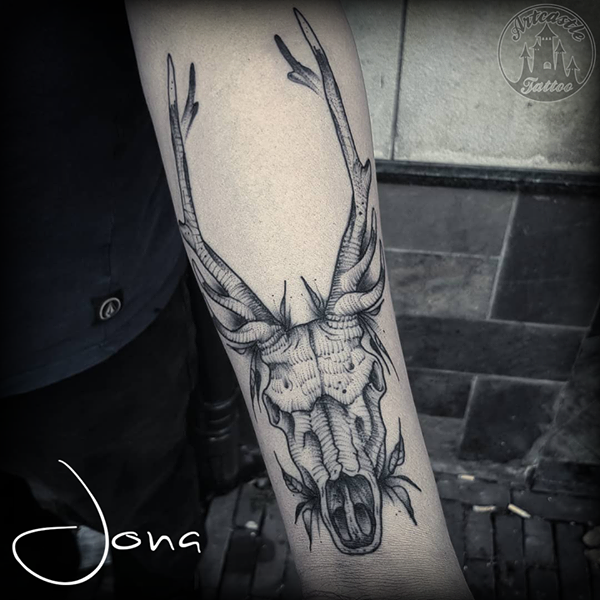 ArtCastleTattoo Tattoo ArtiestJona Deer skull on lower arm Blackwork