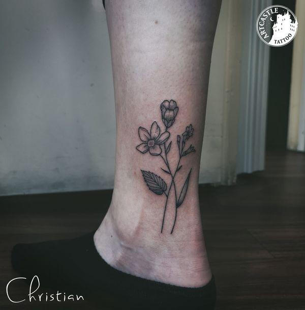 ArtCastleTattoo Tattoo ArtiestJona Flowers ankle Fineline