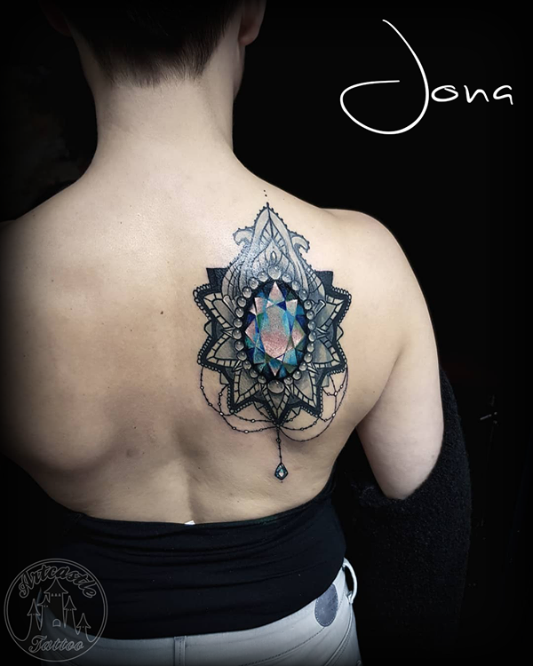 ArtCastleTattoo Tattoo ArtiestJona Full color jewel tattoo on back Color