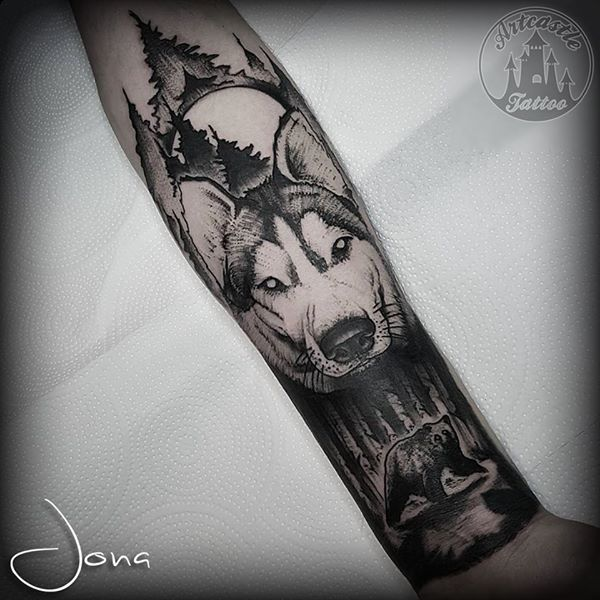 ArtCastleTattoo Tattoo ArtiestJona Husky and bear half sleeve Blackwork