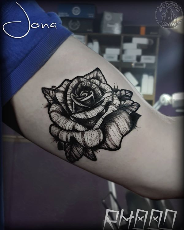 ArtCastleTattoo Tattoo ArtiestJona Neo traditional rose Blackwork