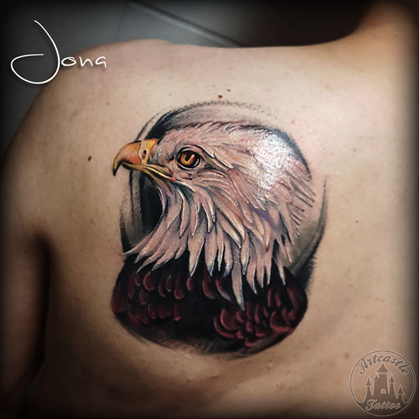 ArtCastleTattoo Tattoo ArtiestJona Realistic head of an eagle in full color on the shoulder Color