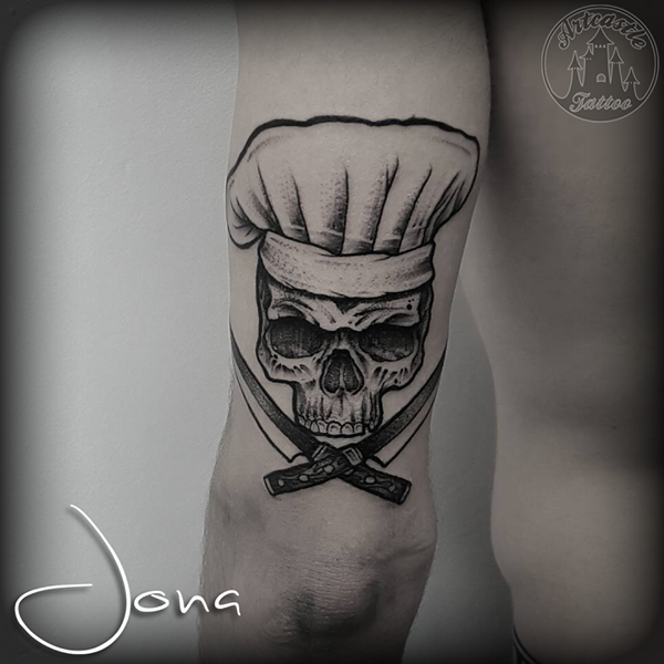 ArtCastleTattoo Tattoo ArtiestJona Skull with chefs hat and knives Blackwork