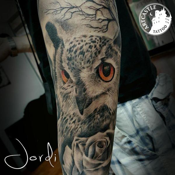 ArtCastleTattoo Tattoo ArtiestJordi Owl on arm Realism