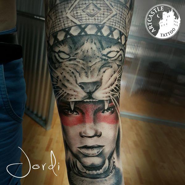 ArtCastleTattoo Tattoo ArtiestJordi Woman with tiger on arm Realism