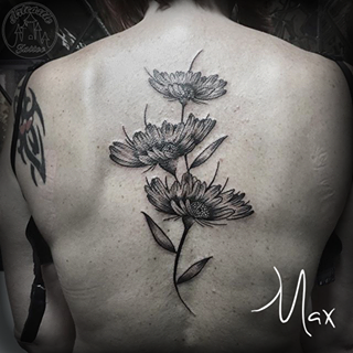 ArtCastleTattoo Tattoo ArtiestMax Botanical daisy flowers going up the spine in black n grey Black n Grey