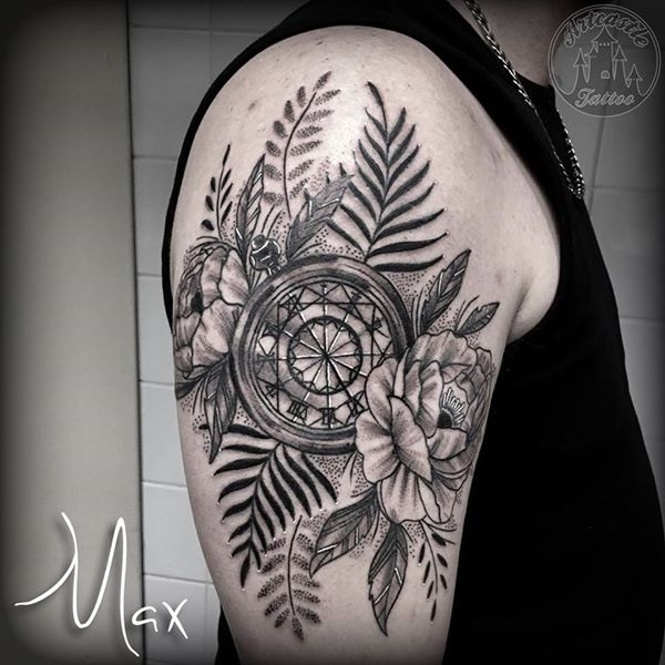ArtCastleTattoo Tattoo ArtiestMax Flowers and pocketwatch tattoo upper arm Blackwork