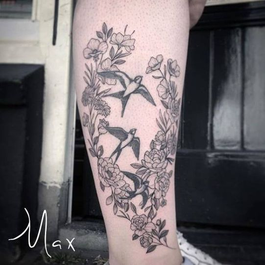 ArtCastleTattoo Tattoo ArtiestMax Flowers en birds on lower leg