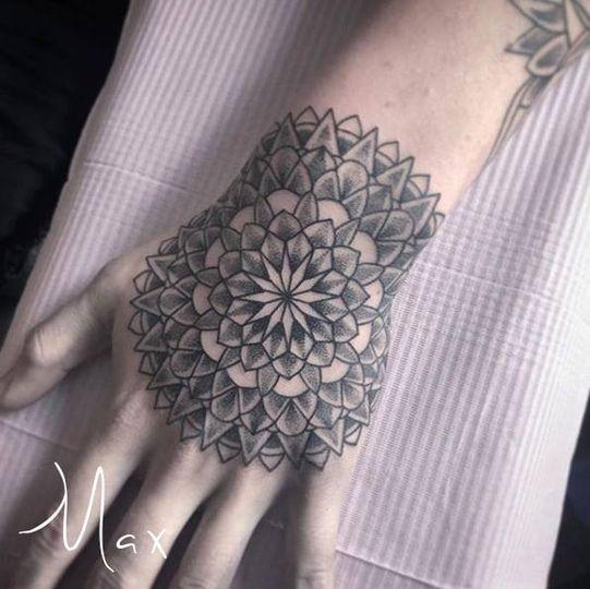 ArtCastleTattoo Tattoo ArtiestMax Mandala hand