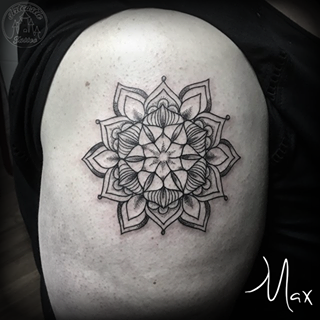 ArtCastleTattoo Tattoo ArtiestMax Mandala in tight black lines with a tiny bit of shading Mandala