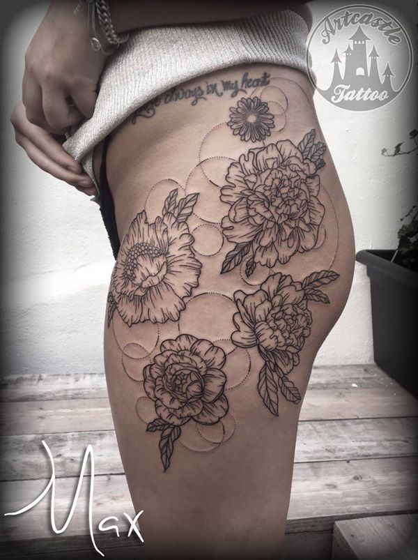 ArtCastleTattoo Tattoo ArtiestMax Minimalistic Peonie linework hip tattoo with dotted cirkels Black n Grey