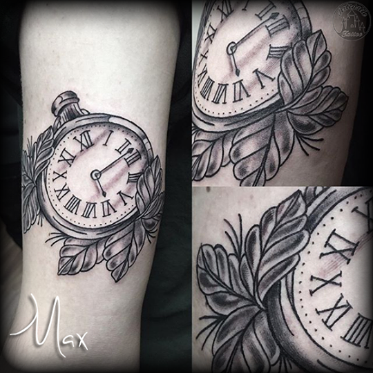 ArtCastleTattoo Tattoo ArtiestMax Pocketwatch with accenting leaves in black n grey tones with lines Black n Grey