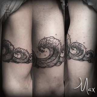 ArtCastleTattoo Tattoo ArtiestMax Waves around the arm with detailed tight lines Blackwork