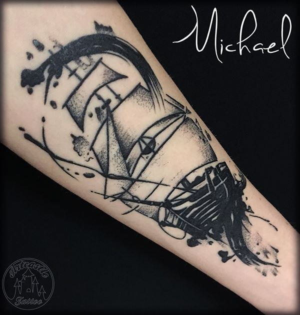 ArtCastleTattoo Tattoo ArtiestMichael Black n grey watercolor brush stroke ship tattoo Black en grey watercolor verf vegen schip tattoo Blackwork