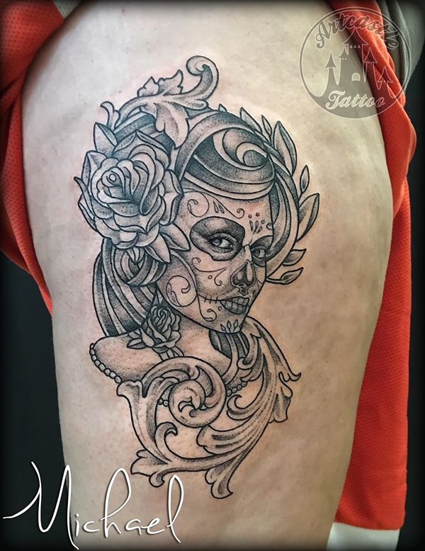 ArtCastleTattoo Tattoo ArtiestMichael Day of the dead girl portrait tattoo rose and filligree design black n grey Dag van de dood vrouwen portret tattoo roos en filligree ontwerp black and grey Blackwork