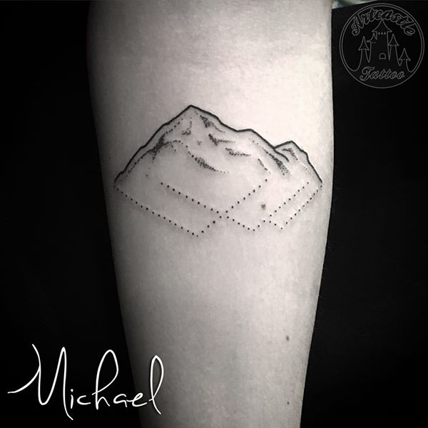 ArtCastleTattoo Tattoo ArtiestMichael Minimalistic tattoo of mountains with dotwork Minimalistische bergen tattoo met dotwork Geometric
