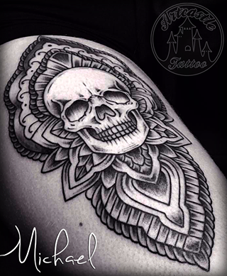 ArtCastleTattoo Tattoo ArtiestMichael Skull tattoo with Mandala design black n grey Schedel tattoo met mandala ontwerp black and grey Mandala