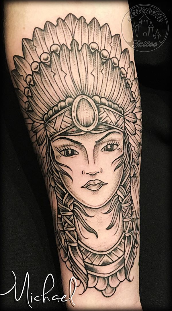 ArtCastleTattoo Tattoo ArtiestMichael Traditional indian woman portrait tattoo black n grey on arm Traditioneel indianen vrouw portret tattoo black en grey op arm Old School