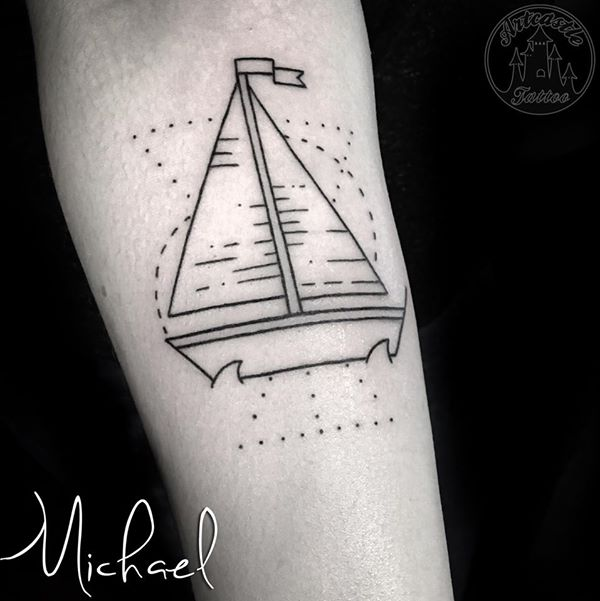 ArtCastleTattoo Tattoo ArtiestMichael Traditional line sail boat tattoo simple design Geometrische traditionele zeilboot tattoo strakke lijnen ontwerp Geometric