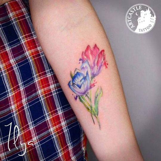 ArtCastleTattoo Tattoo ArtiestPrive Ilya Watercolour flowers on arm Color