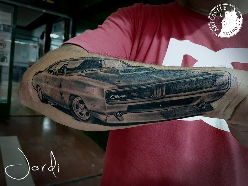 ArtCastleTattoo Tattoo ArtiestPrive Jordi Car on arm Realism