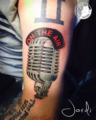 ArtCastleTattoo Tattoo ArtiestPrive Jordi Microphone on arm Color