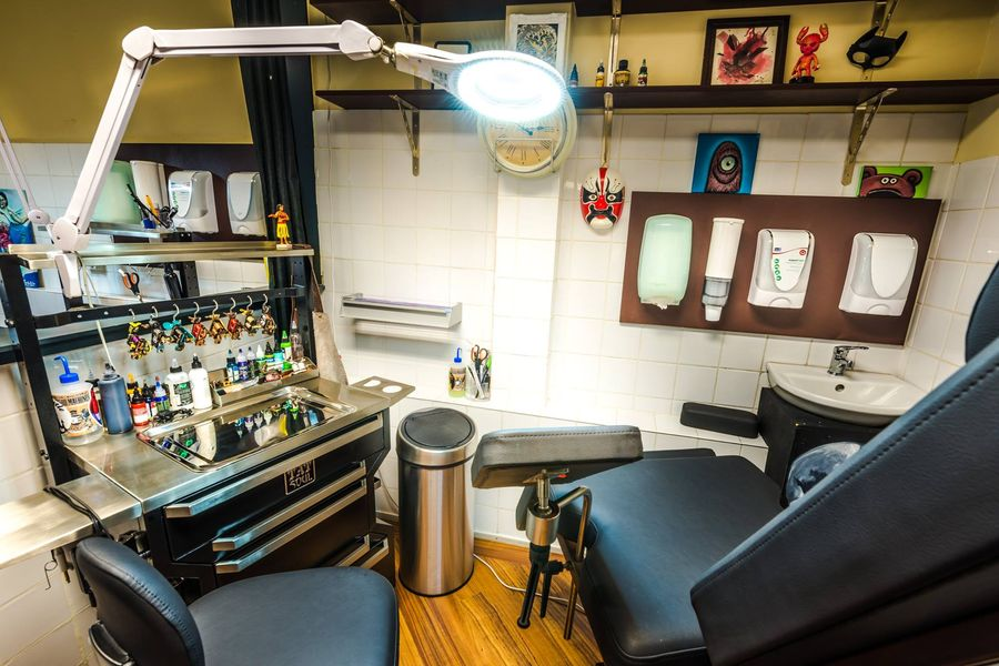 ArtCastleTattoo Tattoo ArtiestPrive Shop Artcastle downstairs booth