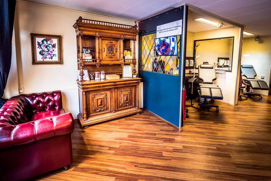 ArtCastleTattoo Tattoo ArtiestPrive Shop Artcastle downstairs front lobby
