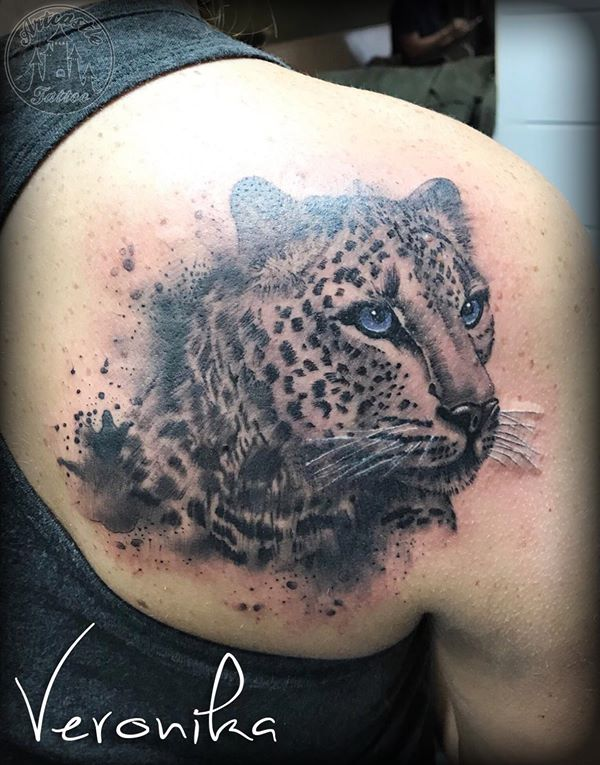 ArtCastleTattoo Tattoo ArtiestVeronika Leopard on back. Black n grey Black n grey