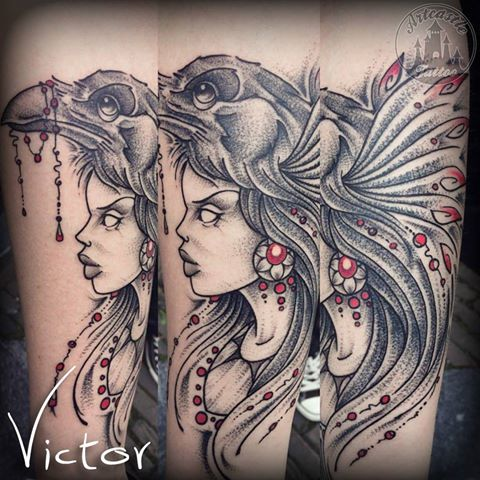 ArtCastleTattoo Tattoo ArtiestVictor Girl with crow tattoo lower arm Neo traditioneel Neo Traditional