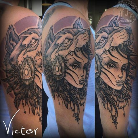 ArtCastleTattoo Tattoo ArtiestVictor Girl wolf head tattoo upper arm Neo Traditioneel Neo Traditional
