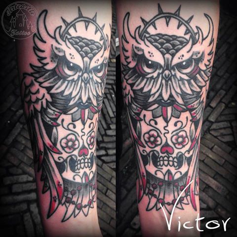 ArtCastleTattoo Tattoo ArtiestVictor Owl with sugar skull tattoo lowerarm Traditioneel Traditional