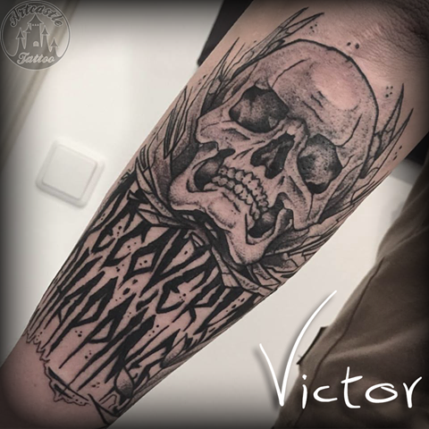 ArtCastleTattoo Tattoo ArtiestVictor Skull with lettering tattoo lowerarm Neo Traditioneel Neo Traditional