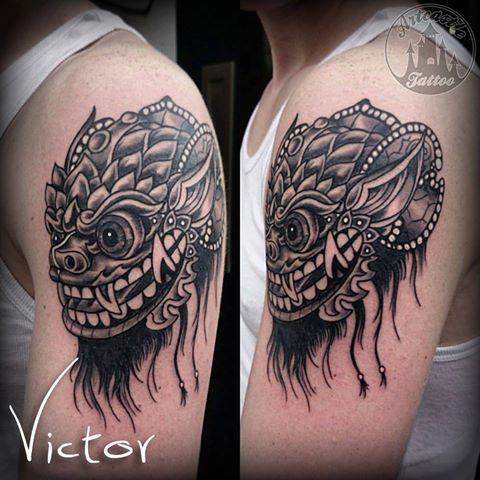 ArtCastleTattoo Tattoo ArtiestVictor Tibetan deity mask tattoo upper arm Neo Traditioneel Neo Traditional