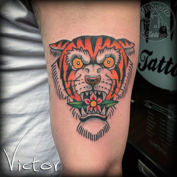 ArtCastleTattoo Tattoo ArtiestVictor Traditional tiger tattoo in color upper arm Old School