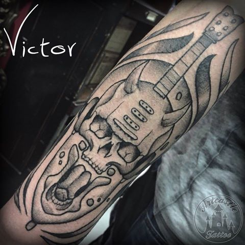 ArtCastleTattoo Tattoo ArtiestVictor devil skull guitar lower arm Traditioneel Traditional