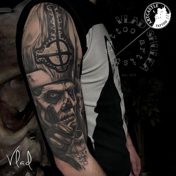 ArtCastleTattoo Tattoo ArtiestVlad Black n Grey realism Upperarm Portrait