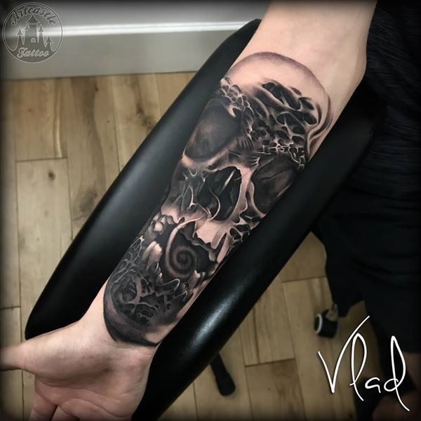 ArtCastleTattoo Tattoo ArtiestVlad Detailed skull tattoo lower arm Black n Grey
